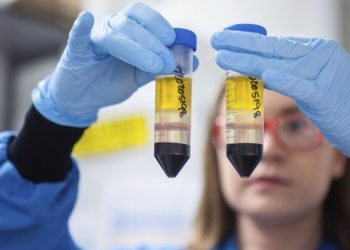 AstraZeneca reconoce error de fabricación en su vacuna. Los resultados de sus estudios se nublan