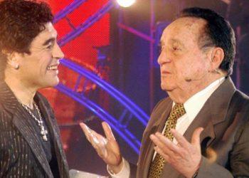 """VIDEO: Diego Armando Maradona se rindió ante el humor de """"Chespirito"""" en La noche del diez"""