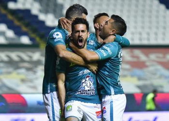 El León avanza sin problemas a semis, vence a Puebla en casa
